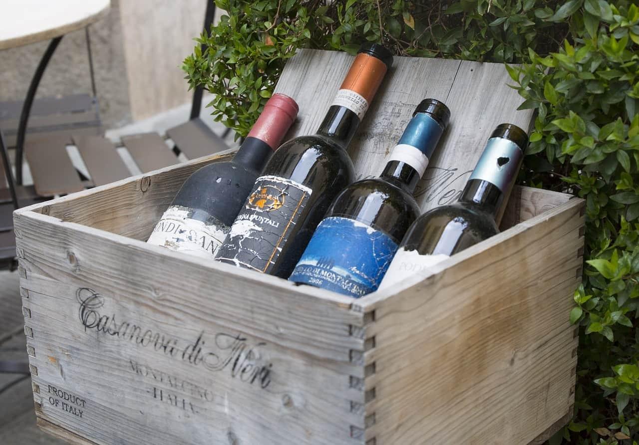 Vino Pregiato: Cassa in legno con bottiglie di Brunello di Montalcino Casanova di Neri.