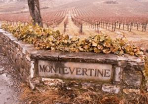 Targa in marmo della proprietà montevertine dove si produce il rosso Le Pergole Torte.
