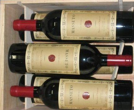 Masseto: cassetta in legno contenente le bottiglie di Masseto 2001