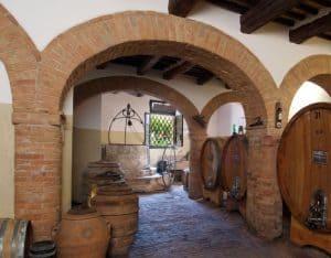 Abbadia Ardenga azienda produce Brunello di Montalcino: splendida cantina museo.